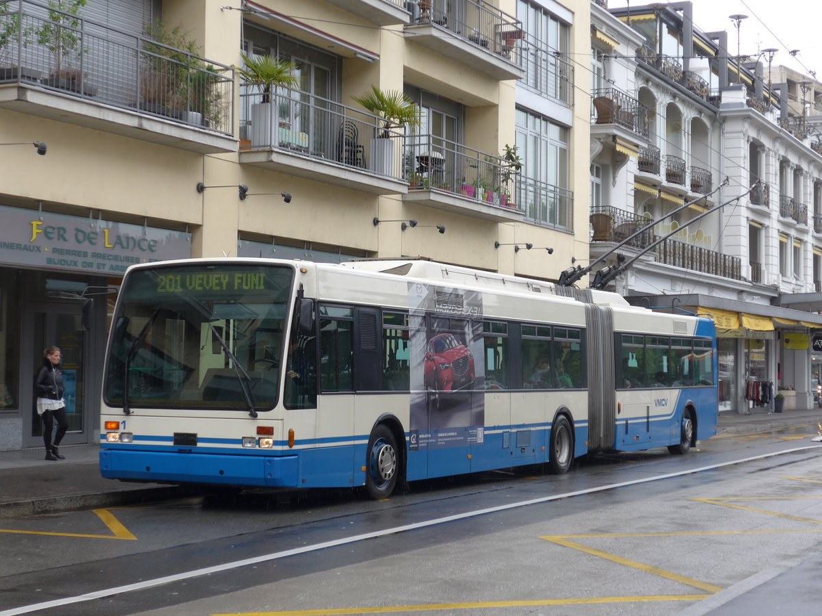 (170'162) - VMCV Clarens - Nr. 1 - Van Hool Gelenktrolleybus am 18. April 2016 in Montreux, Escaliers de la Gare
