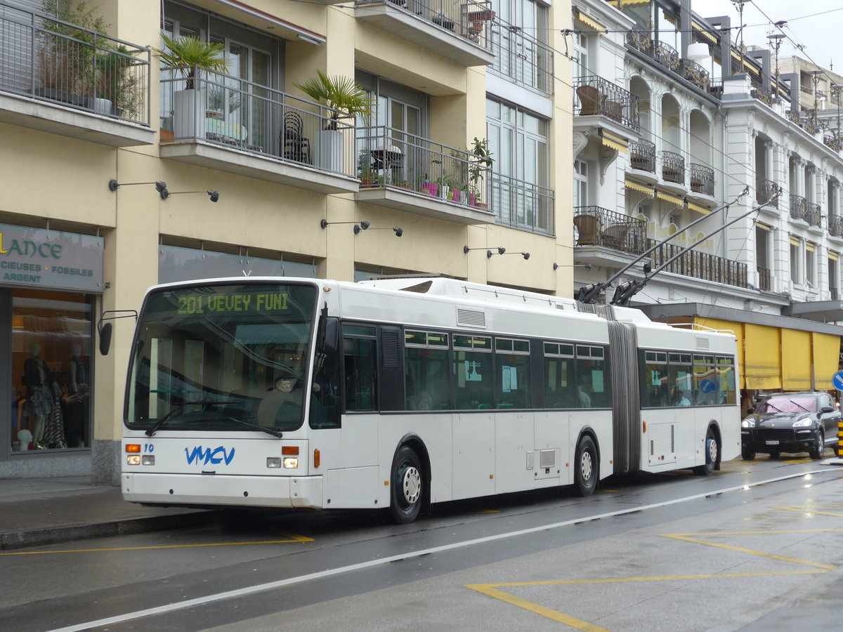 (170'173) - VMCV Clarens - Nr. 10 - Van Hool Gelenktrolleybus am 18. April 2016 in Montreux, Escaliers de la Gare