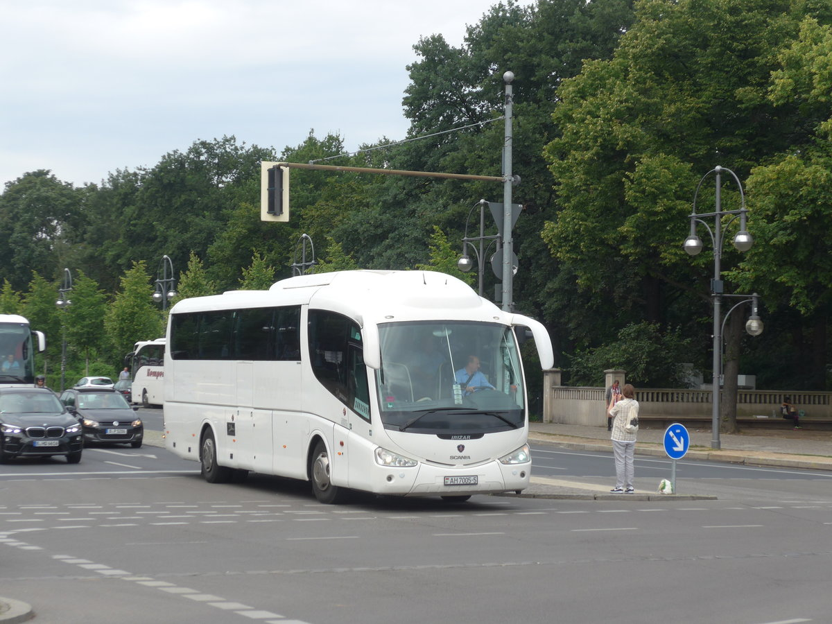 (183'263) - Aus Weissrussland: ??? - AH 7005-5 - Scania/Irizar am 10. August 2017 in Berlin, Brandenburger Tor