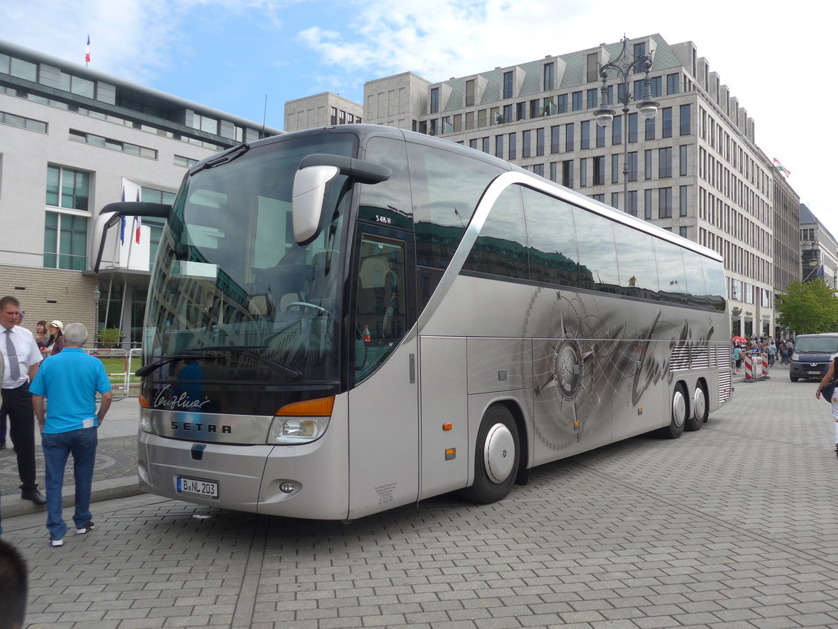 (183'295) - Lenz, Berlin - B-NL 203 - Setra am 10. August 2017 in Berlin, Brandenburger Tor
