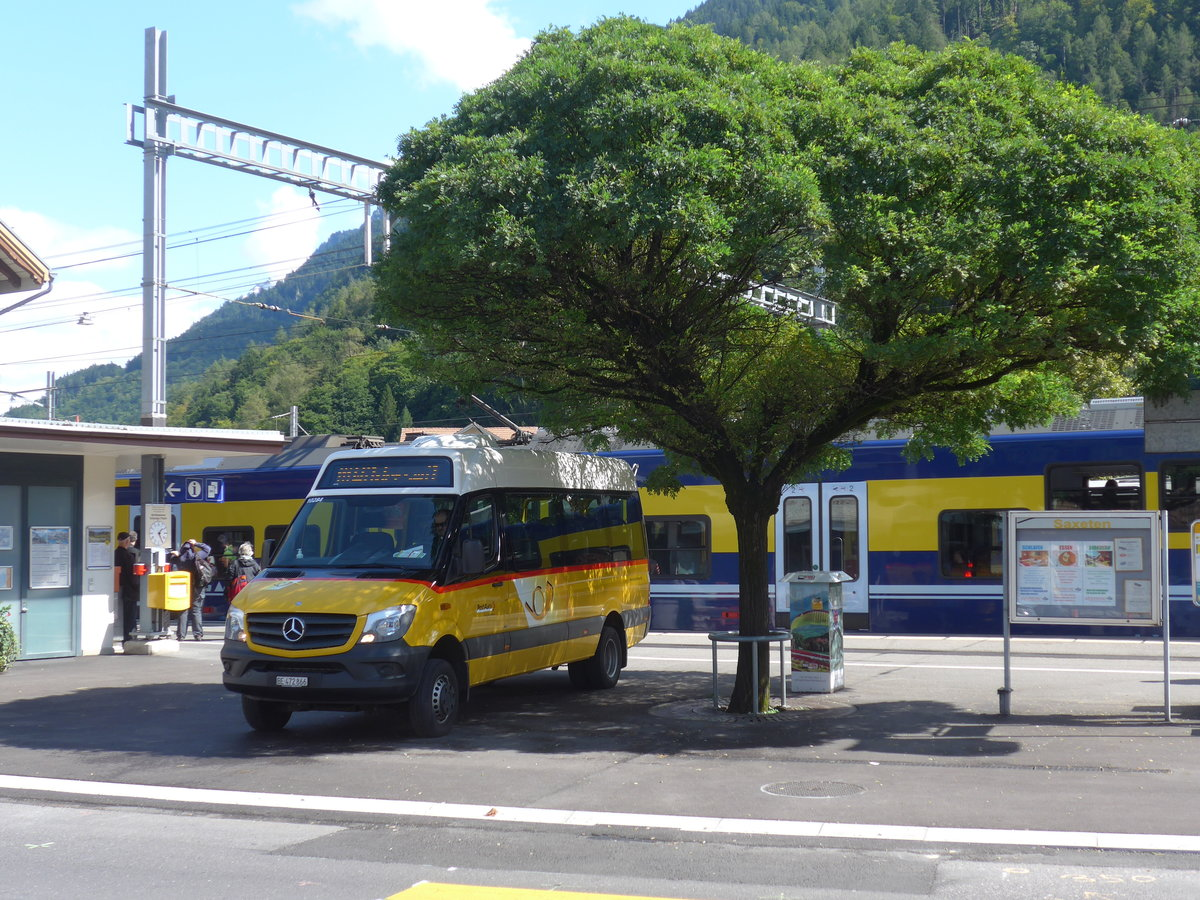 (184'562) - PostAuto Bern - BE 472'866 - Mercedes am 3. September 2017 beim Bahnhof Wilderswil