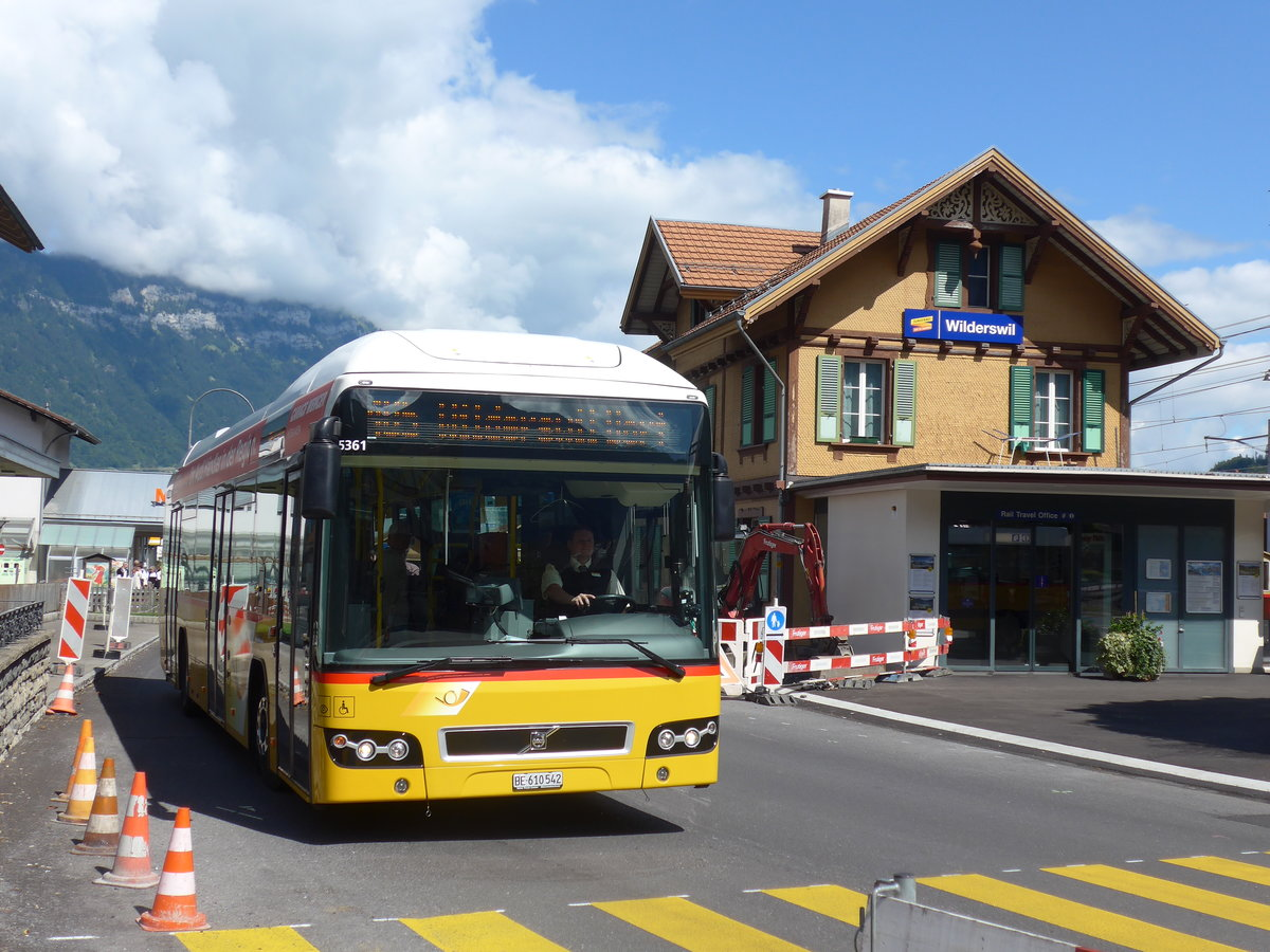 (184'566) - PostAuto Bern - BE 610'542 - Volvo am 3. September 2017 beim Bahnhof Wilderswil