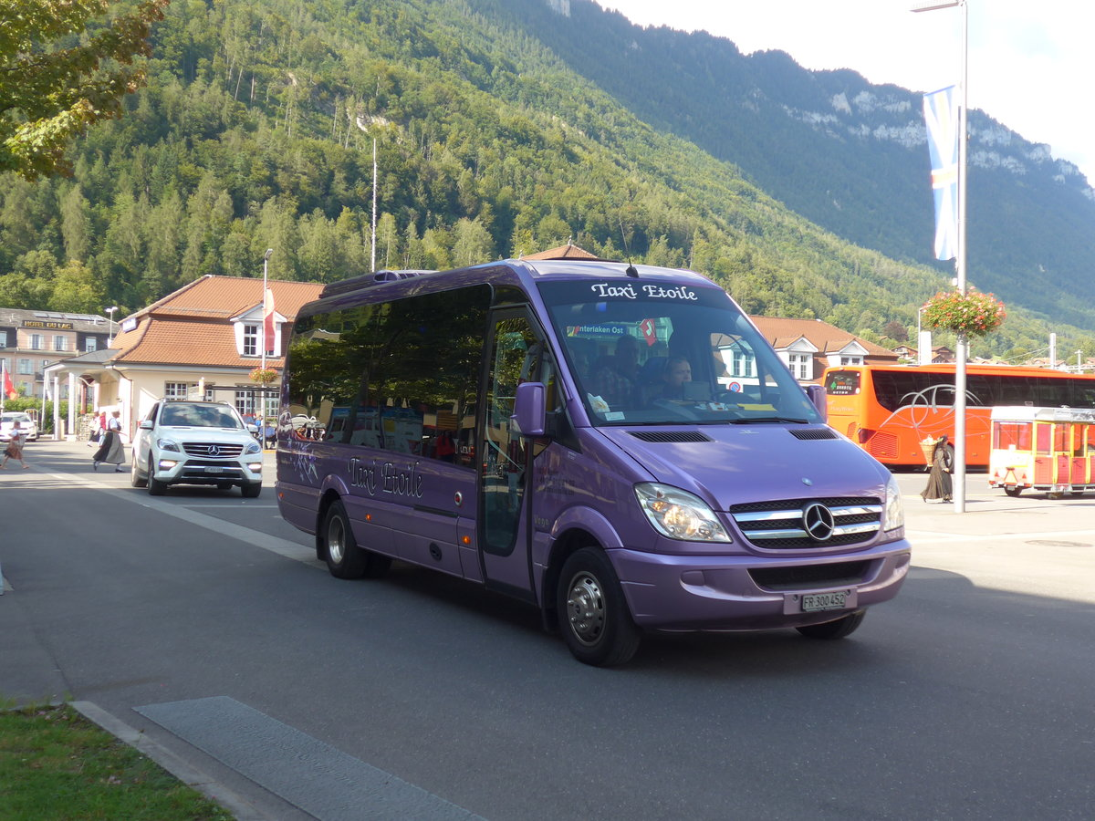 (184'643) - Taxi Etoile, Bulle - FR 300'452 - Mercedes/UNVI am 3. September 2017 beim Bahnhof Interlaken Ost