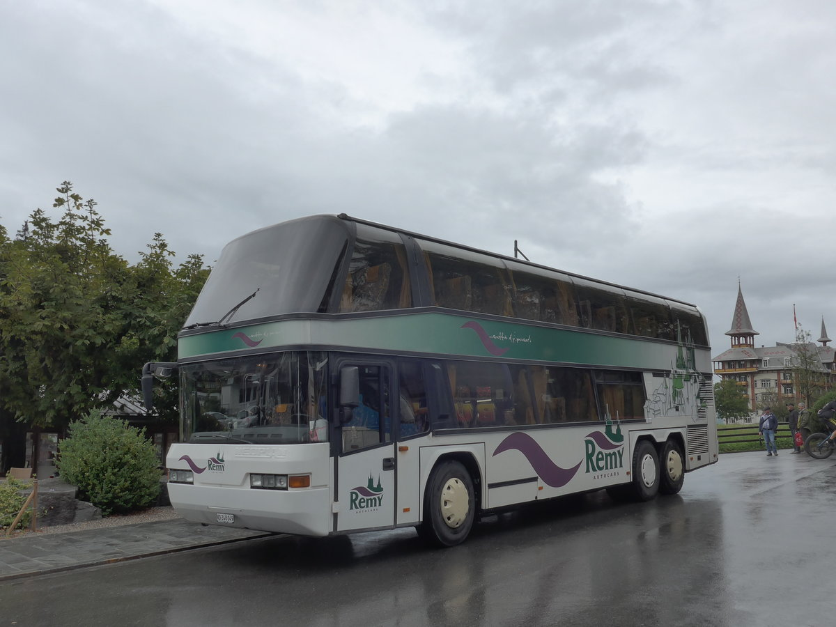 (184'710) - Remy, Lausanne - VD 248'049 - Neoplan am 10. September 2017 in Flüeli-Ranft, Dorf