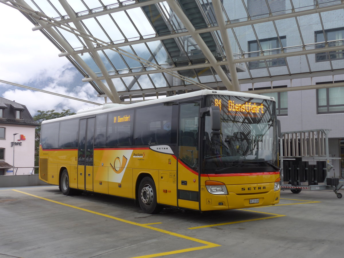 (184'794) - PostAuto Graubünden - GR 170'160 - Setra am 16. September 2017 in Chur, Postautostation