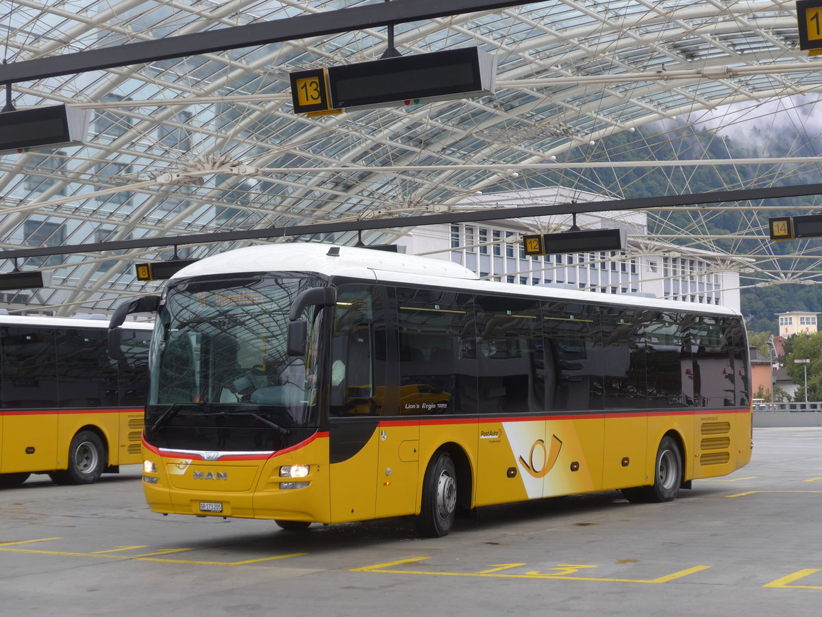 (184'805) - PostAuto Graubünden - GR 173'205 - MAN am 16. September 2017 in Chur, Postautostation