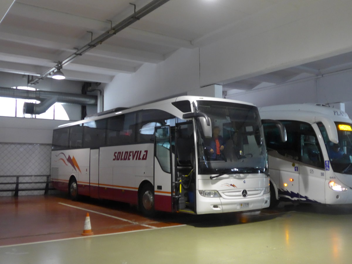 (185'466) - Soldevila, Escaldes-Engordany - J7215 - Mercedes am 28. September 2017 in Andorra la Vella, Carparkhaus