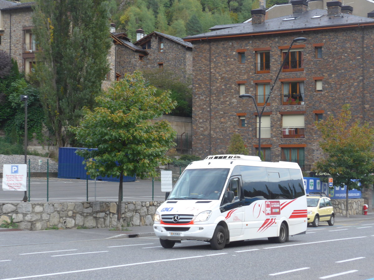 (185'595) - CIA Andorra la Vella - K9363 - Mercedes am 28. September 2017 in La Massana, El Ravell