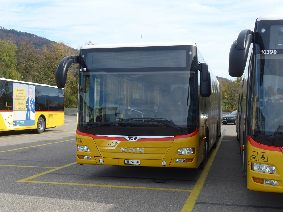 (186'018) - CarPostal Ouest - JU 36'038 - MAN am 21. Oktober 2017 in Develier, Parkplatz