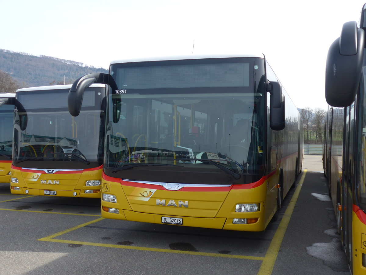 (189'879) - CarPostal Ouest - JU 52'076 - MAN (ex Nr. 38) am 2. April 2018 in Develier, Parkplatz
