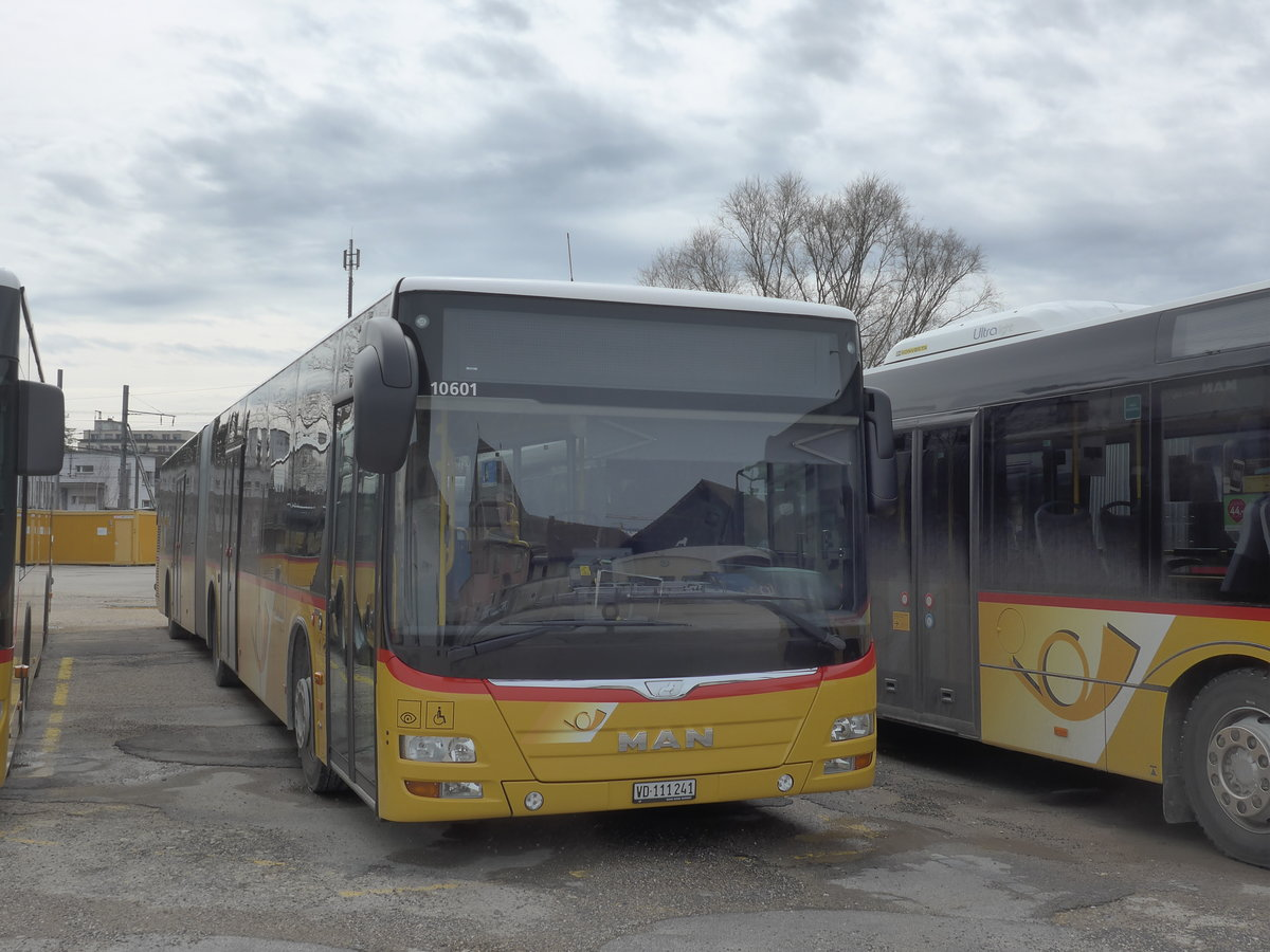 (189'969) - CarPostal Ouest - VD 111'241 - MAN am 2. April 2018 in Yverdon, Garage