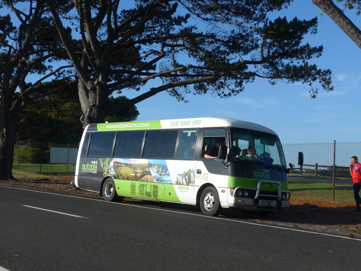 (190'312) - Autopia Tours, Williamstown - BS01 YW - Mitsubishi am 18. April 2018 in Cowes, Grand Prix Circuit