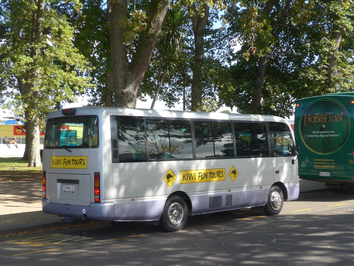 (190'835) - Kiwi Fun Tours, Auckland - GHM613 - Toyota am 22. April 2018 in Matamata