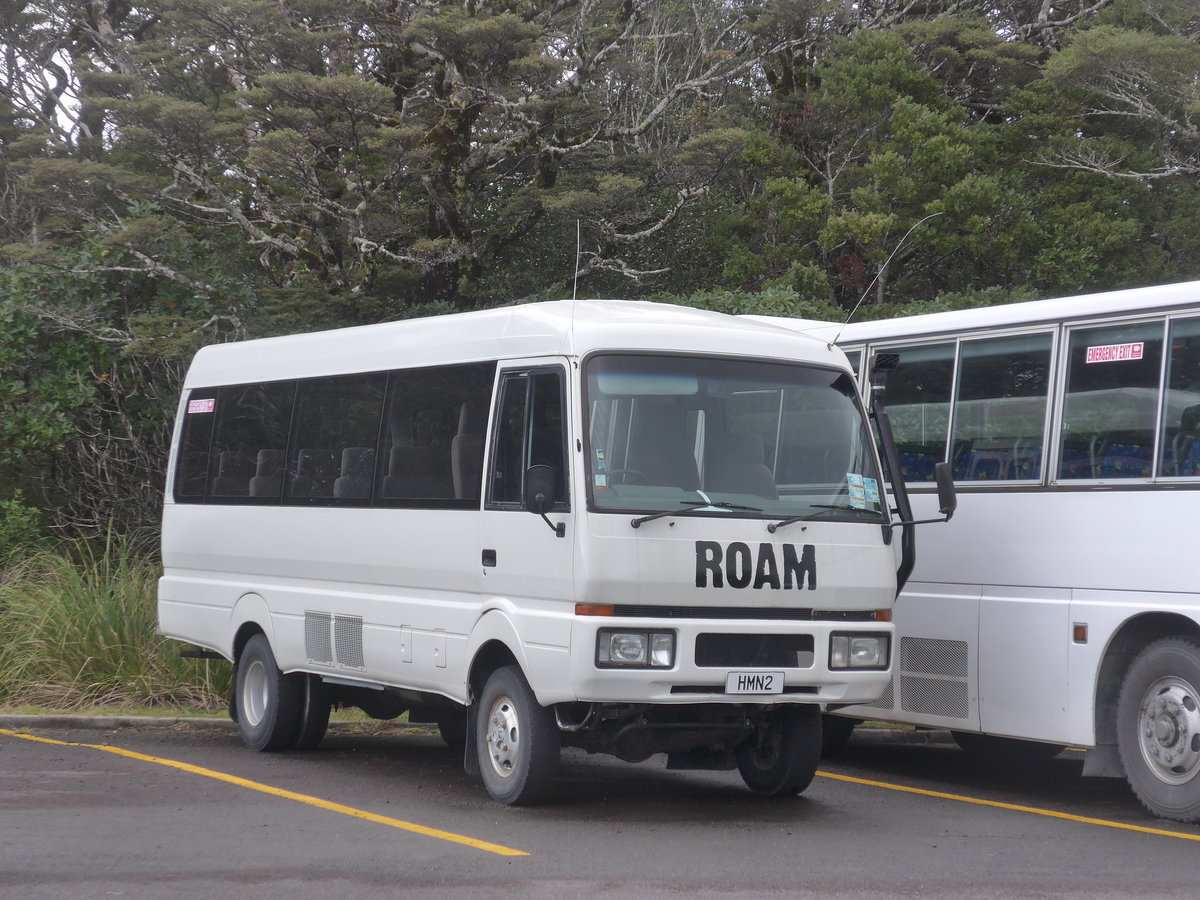 (191'285) - Roam, Tongariro - HMN2 - Mitsubishi am 24. April 2018 in Whakapapa, Bus Parkplatz