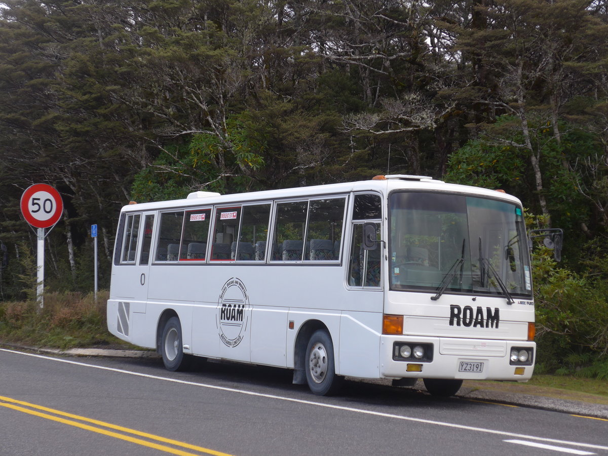 (191'299) - Roam, Tongariro - YZ3191 - Mitsubishi am 24. April 2018 in Whakapapa, Holiday Park