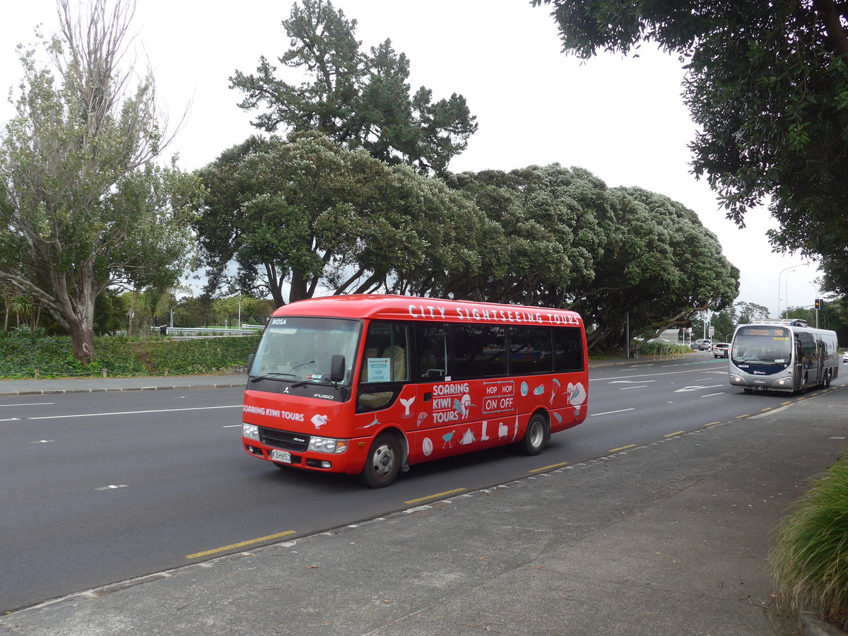 (192'007) - Hassle Tours, Christchurch - KBH853 - Mitsubishi (ex Japan) am 30. April 2018 in Auckland, Motat