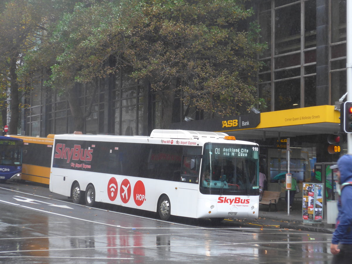 (192'047) - SkyBus, Auckland - Nr. 110/FPA130 - Scania/KiwiBus am 30. April 2018 in Auckland