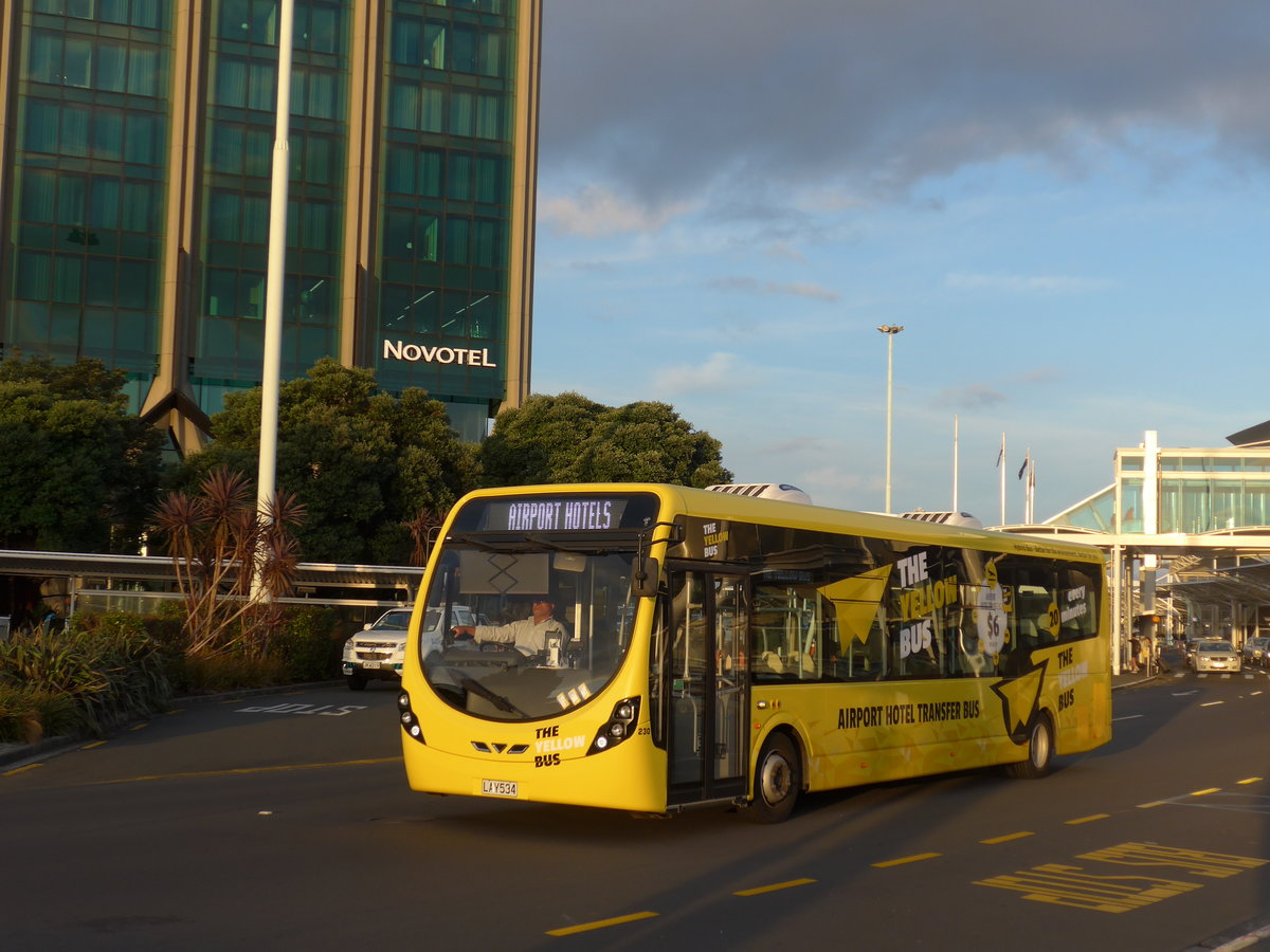 (192'217) - Bus Travel, Manukau - Nr. 230/LAY534 - Wright am 1. Mai 2018 in Auckland, Airport