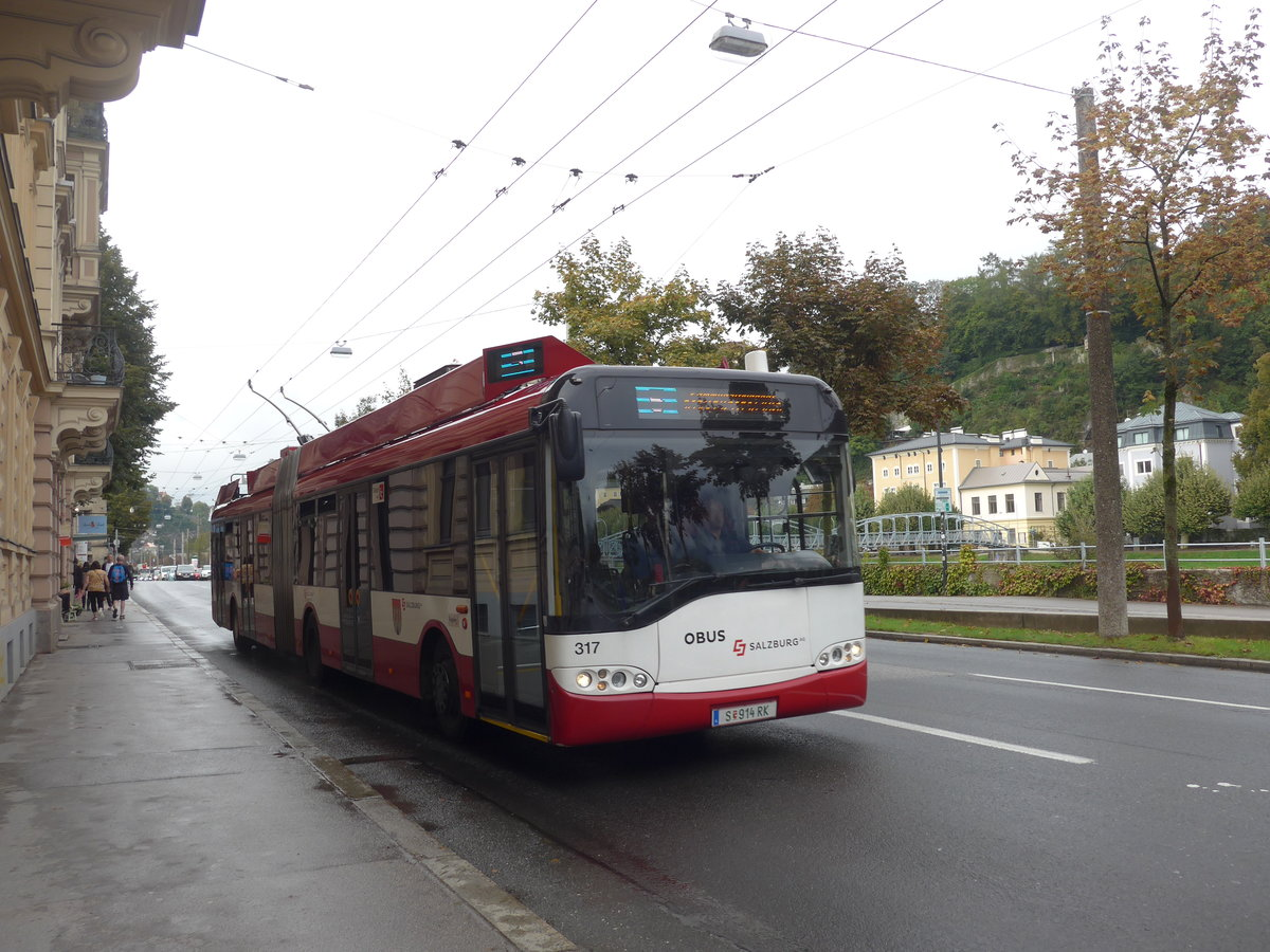 (197'521) - OBUS Salzburg - Nr. 317/S 914 RK - Solaris Gelenktrolleybus (ex TC La Chaux-de-Fonds/CH Nr. 142) am 14. September 2018 in Salzburg, Mozartsteg