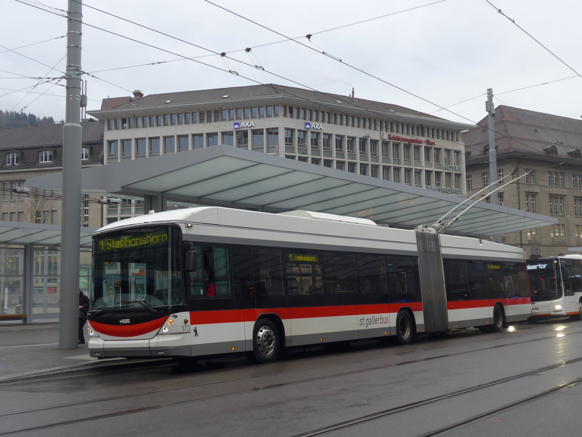 (199'464) - St. Gallerbus, St. Gallen - Nr. 173 - Hess/Hess Gelenktrolleybus am 24. November 2018 beim Bahnhof St. Gallen