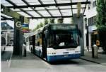 Neoplan/282978/080031---limmat-bus-dietikon-- (080'031) - Limmat Bus, Dietikon - Nr. 23/ZH 726'123 - Neoplan am 28. August 2005 beim Bahnhof Dietikon